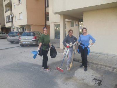 Stanovnici naselja Tini u akciji uređenja dvorišta